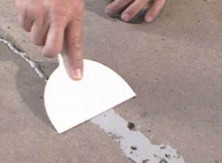 Выравнивание дефектов основания мастикой