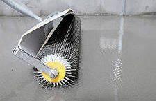 Выравнивание наливного покрытия.