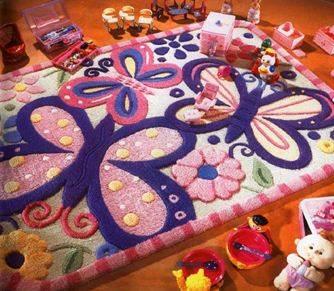 Яркий коврик будет поводом для радости вашего ребенка