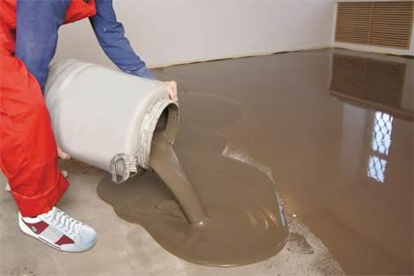 Заливка бетонного основания самовыравнивающейся смесью