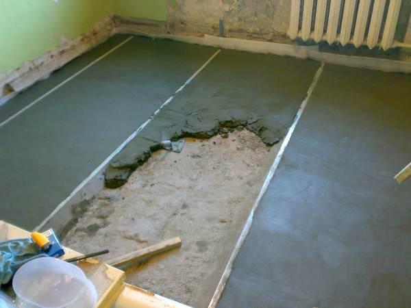 Заливка маячной стяжки по бетонным перекрытиям