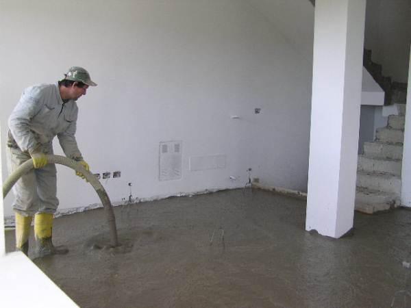 Заливка основания из ячеистого бетона.