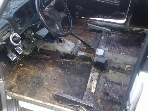 Замена ковролина в авто своими руками предполагает полный демонтаж старой отделки