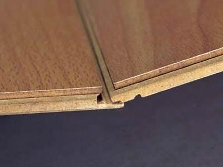 Замочное соединение панелей.