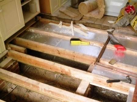 Защита от влаги деревянного пола.